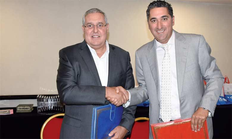 Le partenariat entre Eaton Maroc et Schiele Maroc a été signé le 30 mai à Casablanca entre Kassem Benhaddou, DG d'Eaton,  et Salah Eddine Kadmiri, patron de Schiele Maroc.  Ph. Saouri
