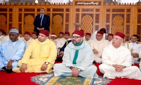 S.M. le Roi, Amir Al Mouminine, accomplit la prière du Vendredi à la mosquée Son Altesse la Princesse Lalla Latifa à Salé