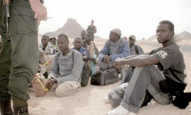 Les Nigériens sont transférés en bus de Tamanrasset vers Agadez, tandis que des ressortissants d'autres pays sont entassés dans des camions pour être transférés à la frontière nigérienne où ils sont abandonnés dans la chaleur en plein désert pour traverser la frontière du Niger.                                            Ph. DR