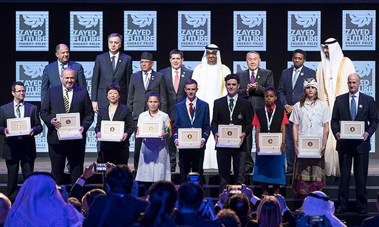 Le prix récompense les lauréats dans cinq catégories distinctes: la santé, l'alimentation, l'énergie, l'eau et les établissements d'enseignement secondaire.