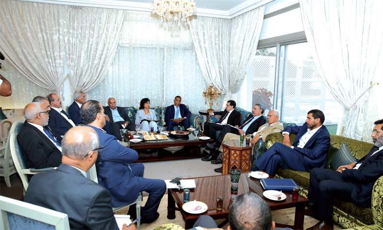 le ministre du Travail et de l'insertion professionnelle a affirmé que les syndicats et le gouvernement étaient d'accord pour poursuivre le dialogue.