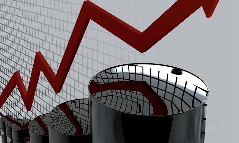 La hausse des cours est alimentée depuis mercredi par l'annonce d'un recul des stocks de brut aux États-Unis de 1,4 million de barils et d'une très forte baisse des réserves  d'essence de 3,8 millions de barils. Ph. AFP