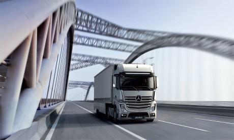 Le nouvel Actros présente des spécificités techniques et technologiques qui allient robustesse, fiabilité et efficacité.
