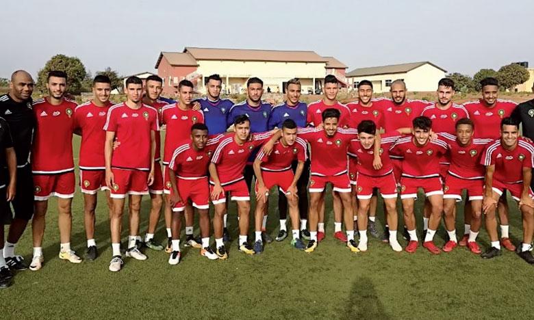 La sélection nationale après une première séance d'entraînement à Banjul en Gambie.