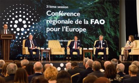 José Graziano da Silva (à la tribune), directeur général de la FAO, a souligné que le Fonds vert pour le climat est l'un des plus importants mécanismes pour financer les projets de lutte contre le changement climatique. Ph. FAO
