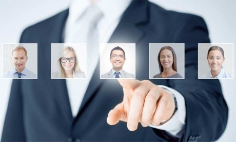 Une culture forte commence avec les efforts de recrutement et d'embauche d'une organisation.
