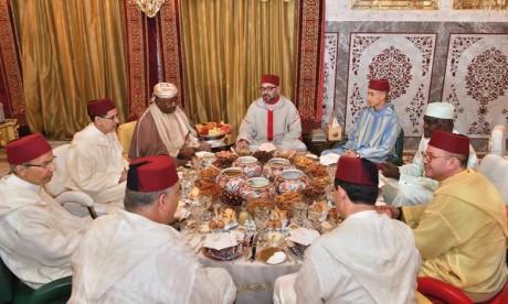 S.M. le Roi offre un Iftar en l'honneur du Président gabonais et du Président de la Commission de l'Union Africaine