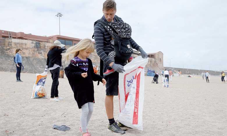 Les ambassades des pays nordiques organisent une opération de nettoyage de la plage des Oudayas à Rabat
