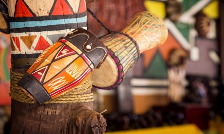 Les instruments traditionnels de musique d'Afrique s'exposent au Bastion