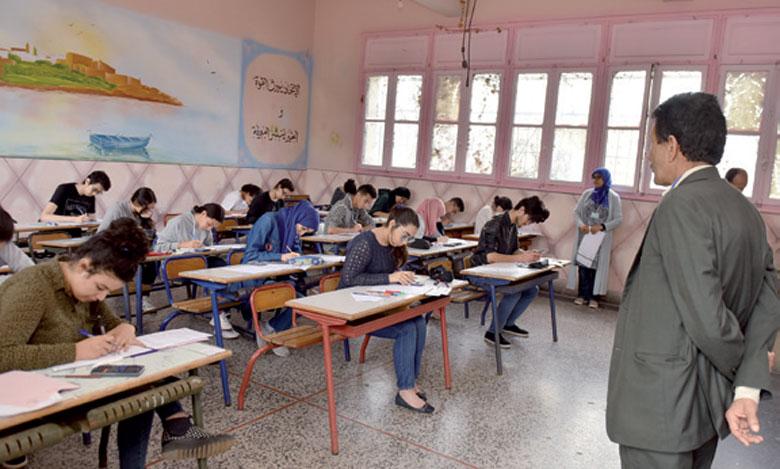 Les examens se déroulent dans des conditions normales malgré les cas de fraude signalés
