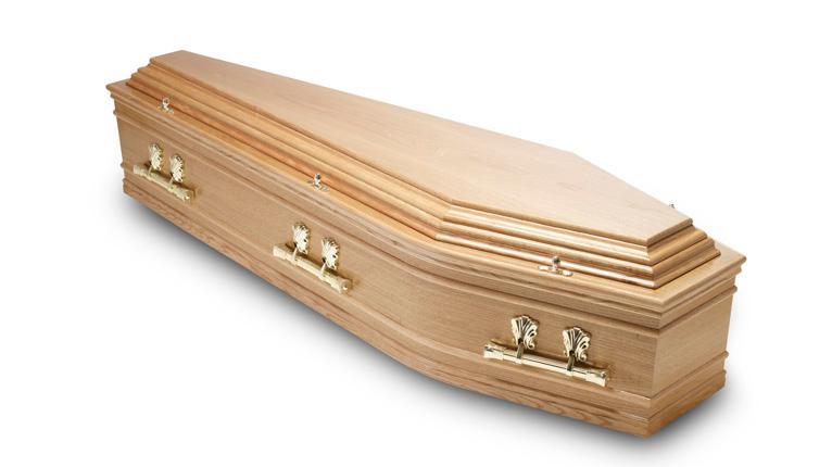 Un Indonésien meurt écrasé par le cercueil de sa mère