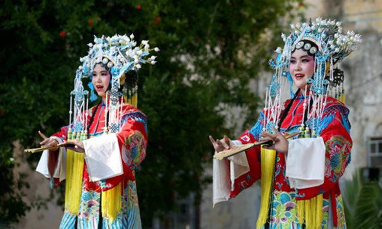 Devant un public admiratif venu de diverses contrées, «Liyuanxinlei Art troupe» a exécuté avec délicatesse et magnificence un florilège de chants aussi captivants les uns que les autres. Ph : MAP