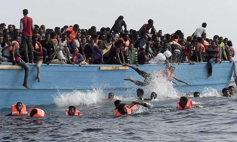 Trois bébés morts et une centaine de disparus dans un naufrage