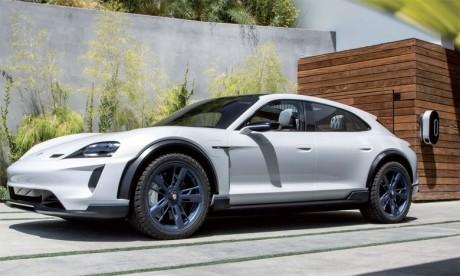 C'est le concept «Mission E», qui désigne actuellement l'offre purement électrique de Porsche, qui donnera naissance au nouveau Taycan.