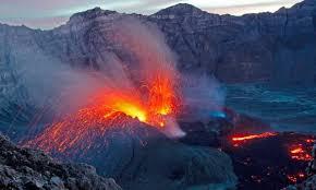 Indonésie : l'éruption volcanique provoque  la fermeture de l'aéroport international de Bali