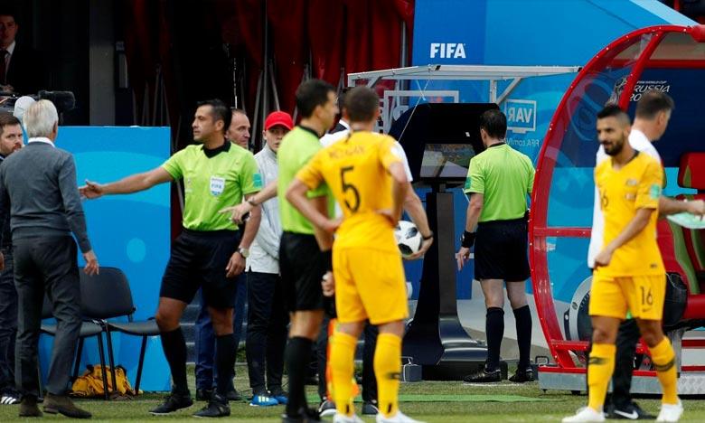 Utilisation de l'assistance vidéo à l'arbitrage (VAR) lors du match entre la France et l'Australie au Mondial, à Kazan. Ph : AFP