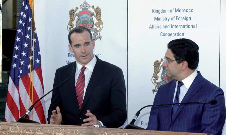 Brett McGurk s'exprimant mardi à Skhirate lors d'une conférence de presse aux côtés de Nasser Bourita.