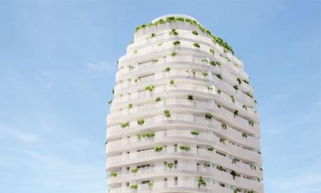 La première tour végétale est habillée d'une résille en forme de nid d'abeille produite à base de fonte d'aluminium.