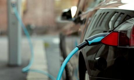 Les deux constructeurs vont développer ensemble de nouvelles batteries lithium-ion offrant une meilleure autonomie et un temps de recharge plus rapide. Ph : DR