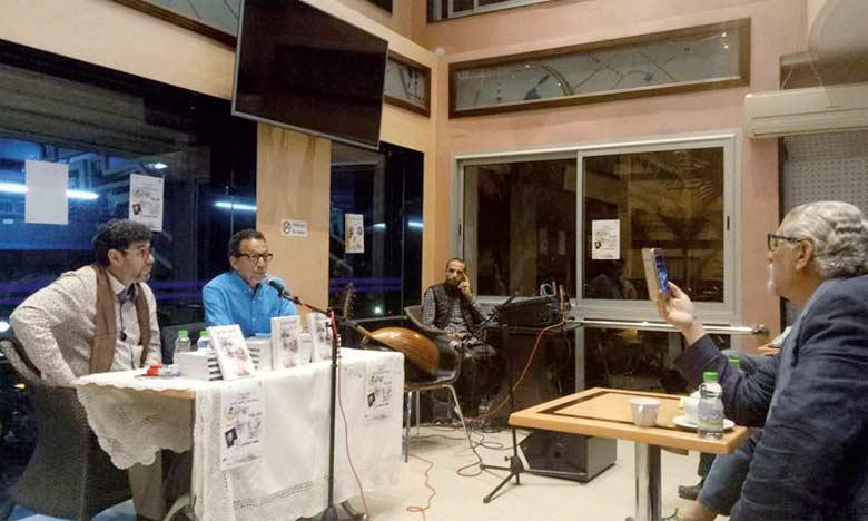La soirée a été consacrée à la présentation et à la signature du roman «La cinquième symphonie»  du cinéaste et écrivain Mohamed El Younsi.