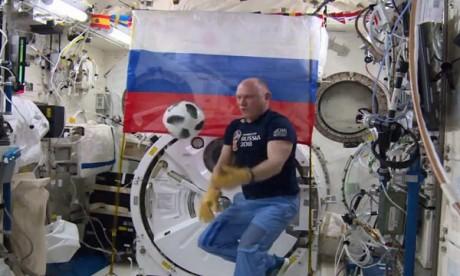 Un ballon de l'espace pour le Mondial!