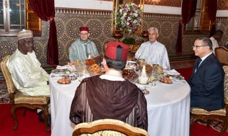S.M. le Roi offre un Iftar en l'honneur du président de la Commission de l'Union africaine
