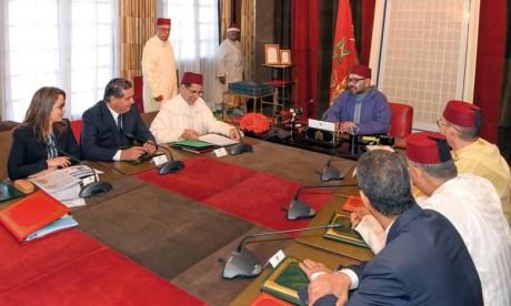 S.M. le Roi Mohammed VI préside au Palais Royal à Rabat une réunion consacrée à la problématique de l'eau