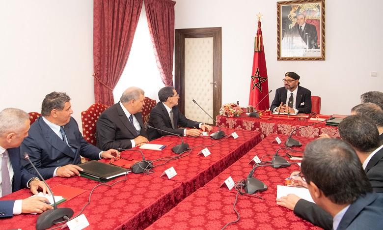 S.M. le Roi préside à Al Hoceïma une réunion consacrée à l'activation des mesures contenues dans le Discours du Trône 2018