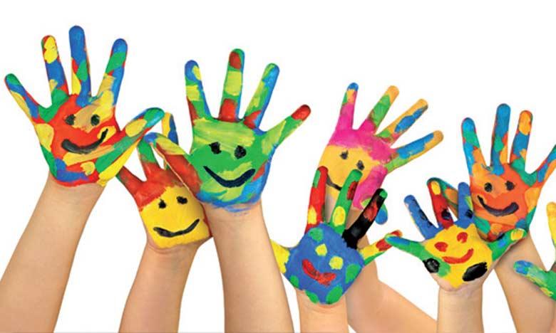 Les activités proposées sont multiples, comme le sport, le chant, le dessin, la peinture, le théâtre,  la cuisine… les enfants peuvent donc se divertir tout en s'éduquant.