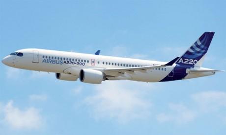 Les CSeries ont fait leur première entrée sous les couleurs d'Airbus, mardi à Toulouse.
