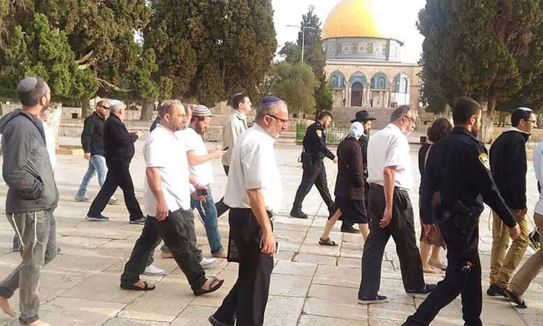 Plus de 1.000 colons israéliens envahissent la Mosquée Al-Aqsa