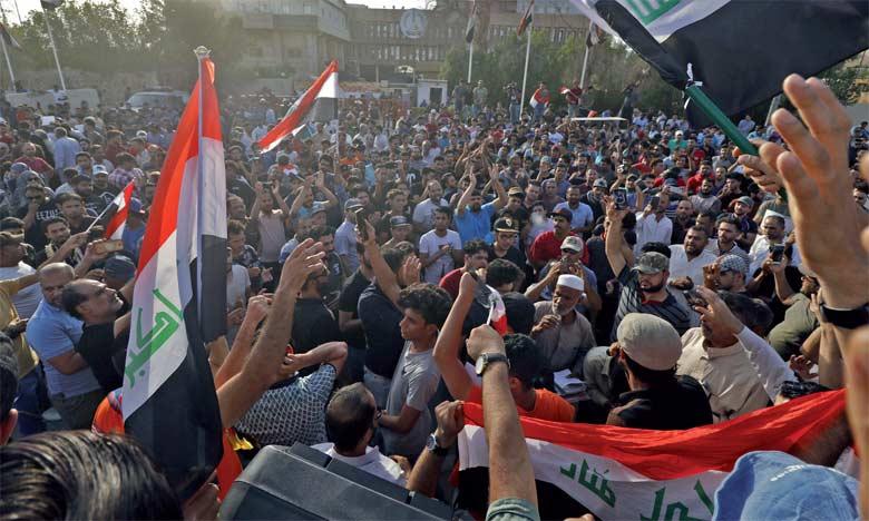 Depuis le début des manifestations quotidiennes à Bassora, la grande ville portuaire du Sud, six personnes ont été tuées.                     Ph. AFP