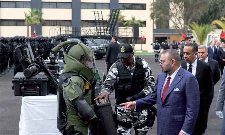 S.M. le Roi Mohammed VI a effectué, le 24 avril 2018, une visite à la Direction générale de la surveillance du territoire national. Une visite qui témoigne  de la Haute Sollicitude dont le Souverain ne cesse d'entourer les membres de cette institution qui multiplient les efforts afin de garantir la paix et la sécurité des citoyens. Ph. MAP