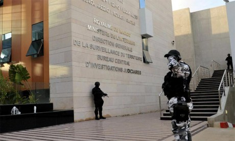 Le BCIJ démantèle un réseau de trafiquants de faux papiers pour l'Europe