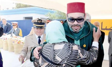 L'opération nationale de soutien alimentaire lancée chaque année au mois du Ramadan traduit la Sollicitude Royale constante envers les personnes démunies et vient consacrer les valeurs d'humanité, de solidarité, d'entraide et de partage caractéristiques de la société marocaine.    Ph. MAP