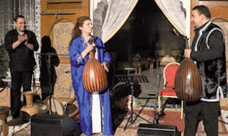 Waed Bouhassoun, au timbre de voix rare, et le grand maitre des cordes le Marocain Driss El Maloumi, se sont produits au Palais de la Culture.