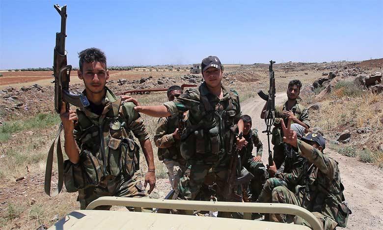 Des combattants de l'armée syrienne en Syrie à bord d'un pick-up durant une visite guidée dans le village al-Soura, dans la province de Deraa.                                                                                                    Ph. AFP