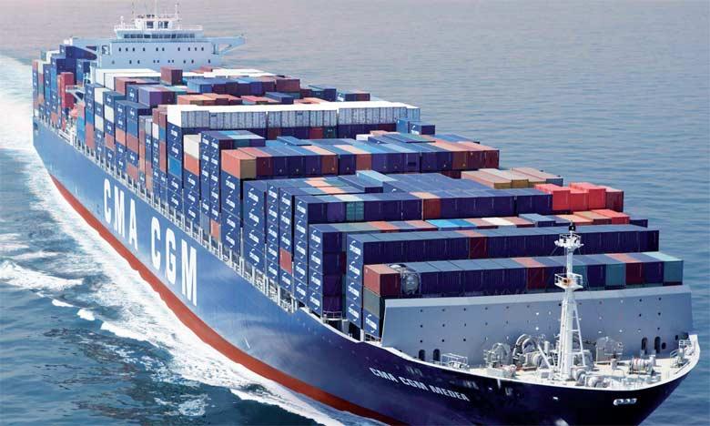 L'exportation de matières premières en grande quantité se traduit par une appréciation du taux de change réel du pays par rapport à ses concurrents, détériorant ainsi sa compétitivité et conduisant  à sa désindustrialisation.
