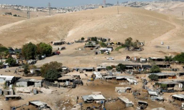 Les habitants de Khan al Ahmar-Abu al Helu soulignent qu'obtenir pour des Palestiniens des permis de construire de la part des autorités israéliennes est pratiquement impossible dans ce secteur de la Cisjordanie occupée.