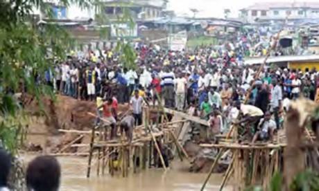 Des inondations font des dizaines de morts
