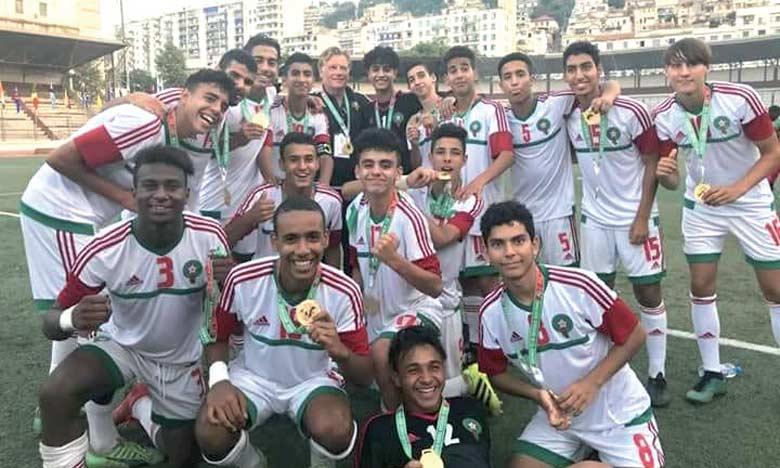 Joie des joueurs de l'équipe nationale U15 après leur victoire en finale sur le Nigeria.