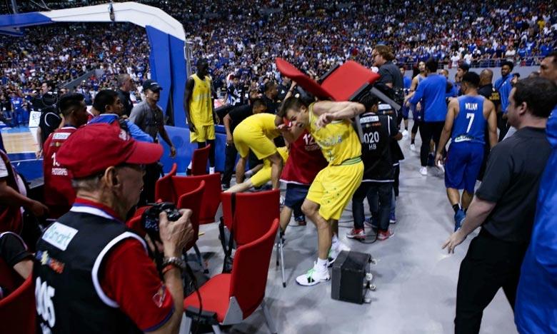 Une scène de la bagarre générale qui a mis aux prises basketteurs phillipins et australiens, à Manille, lors d'un match comptant pour les qualifications du Mondial-2019. Ph : AFP