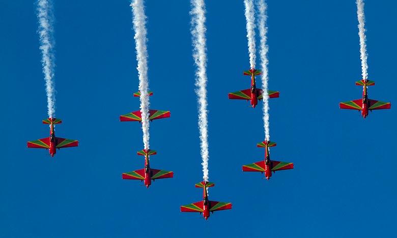 Dotée d'aéronefs performants de type Cap 232, la patrouille de voltige marocaine a présenté, en présence d'un public nombreux, de très belles acrobaties aériennes à couper le souffle. Ph : DR