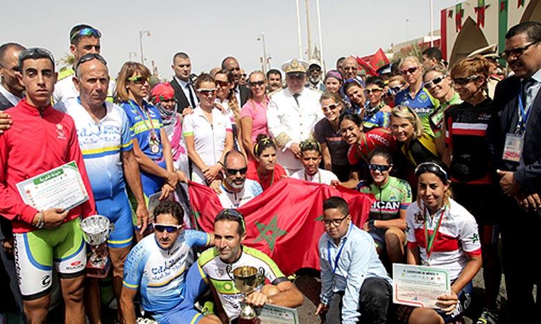 L'Espagnole Campos Marrerosabel a parcouru la deuxième étape du 10e «Challenge international du Sahara de cyclisme», disputée dans un circuit fermé de 50 km, en 1 h 17 min 11s. Ph : MAP