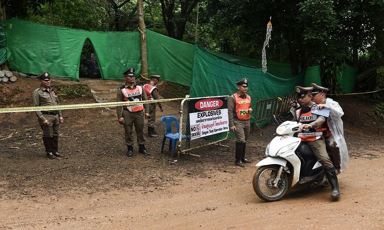 Grotte en Thaïlande : évacuation des enfants bloqués
