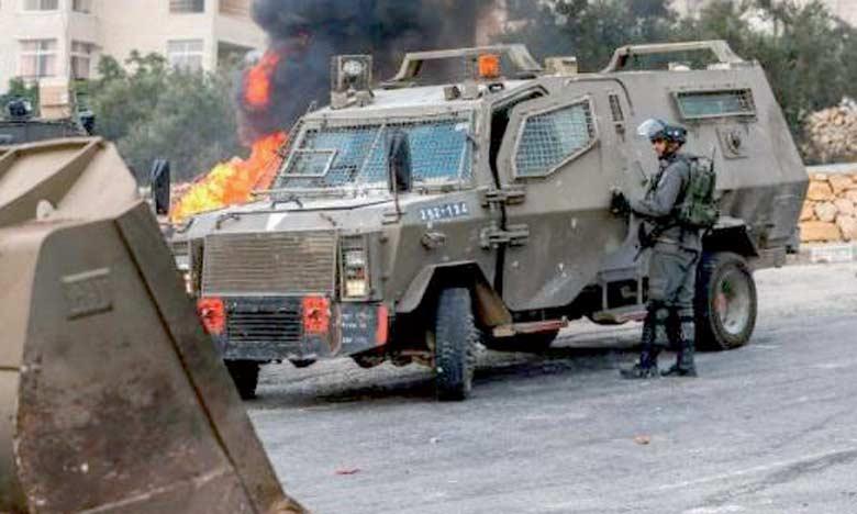 Des véhicules des forces d'occupation israéliennes déployés à Kobar, en Cisjordanie occupée, le 27 juillet2018. Ph. AFP