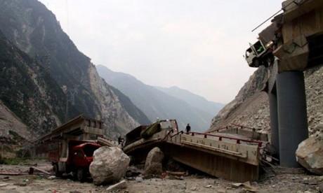 Huit morts dans l'effondrement d'un pont