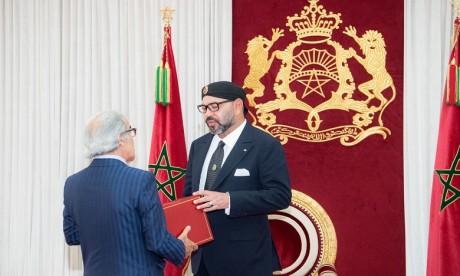 S.M. le Roi reçoit à Al Hoceima Wali Bank Al-Maghrib