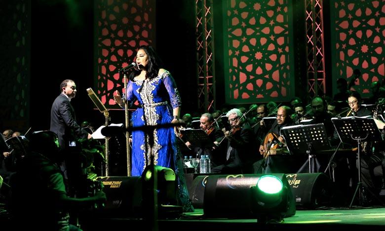 La prestigieuse chanteuse émiratie, une habituée de Mawazine, a, dès son apparition sur scène, été chaleureusement accueillie par des milliers de festivaliers qui n'ont pas cessé de l'applaudire et de l'acclamer après chaque chanson. Ph : MAP