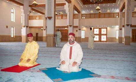 """S.M. le Roi, Amir Al-Mouminine, inaugure à Tanger la Mosquée """"S.A. la Princesse Lalla Abla"""""""